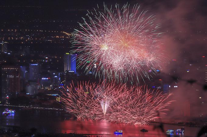 Finland lights up Da Nang skies, wins fireworks festival - 6