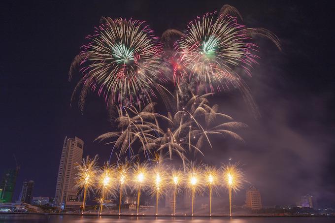Finland lights up Da Nang skies, wins fireworks festival - 7