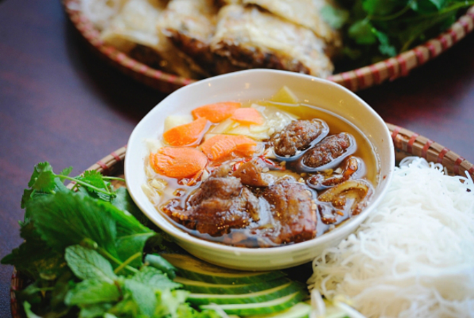Bun cha (noodles with grilled pork) is a signature dish of Hanoians. Photo acquired by VnExpress