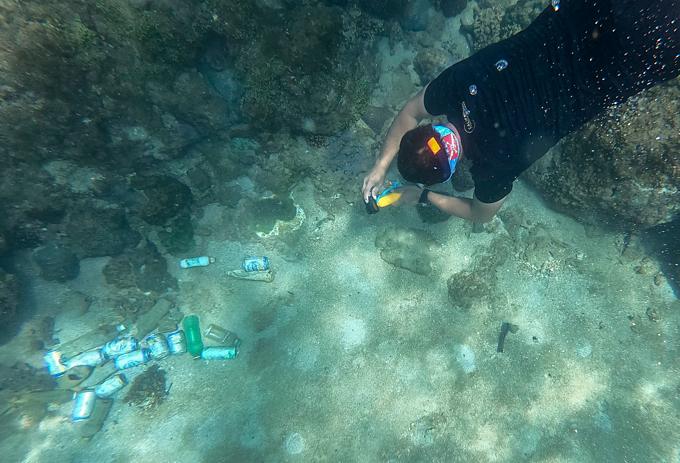 Under the sea, an ocean of trash: cleanup volunteer