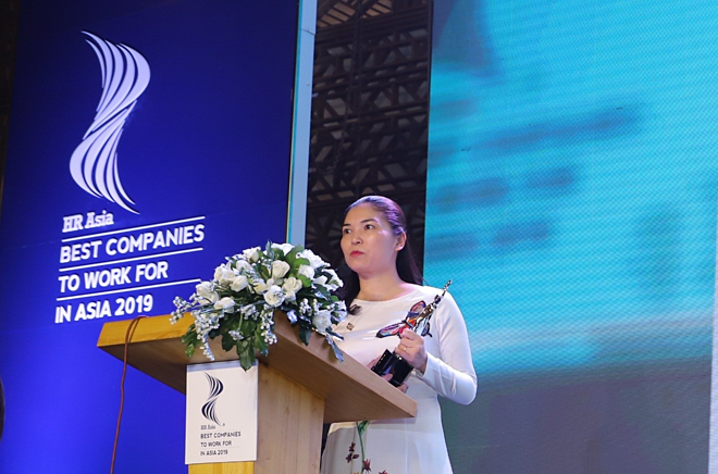 Tran Thi My Hanh, deputy general director of Sun Group, made a speech at the awards ceremony.