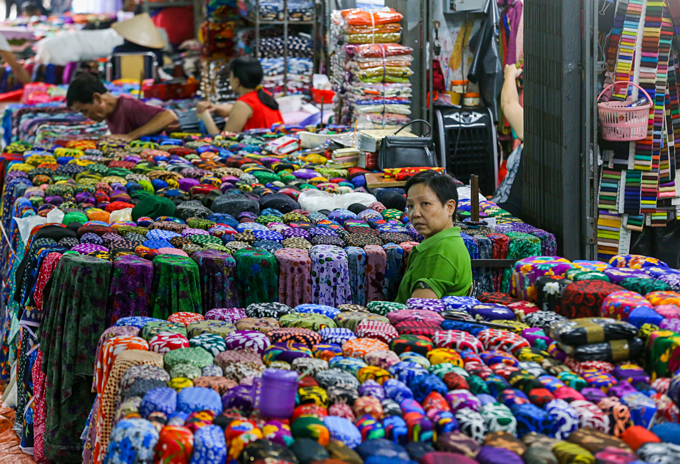 There are 500 traders selling different kinds of fabric materials at the market.