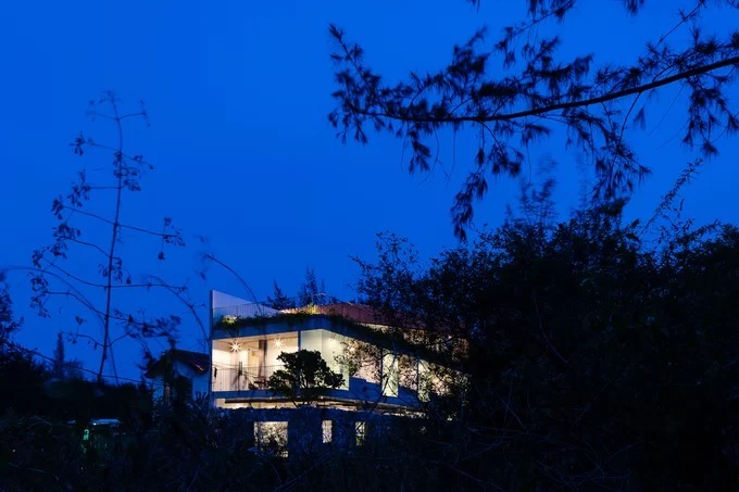 Quang Nam house opens up to nature - 1