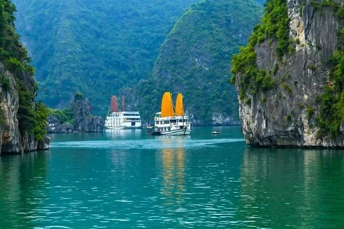 Cruise ships are popular in Ha Long Bay. Photo by Shutterstock/namanh.