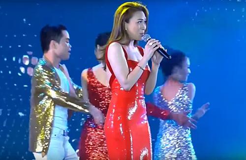 Vietnamese celebs embrace latex trend