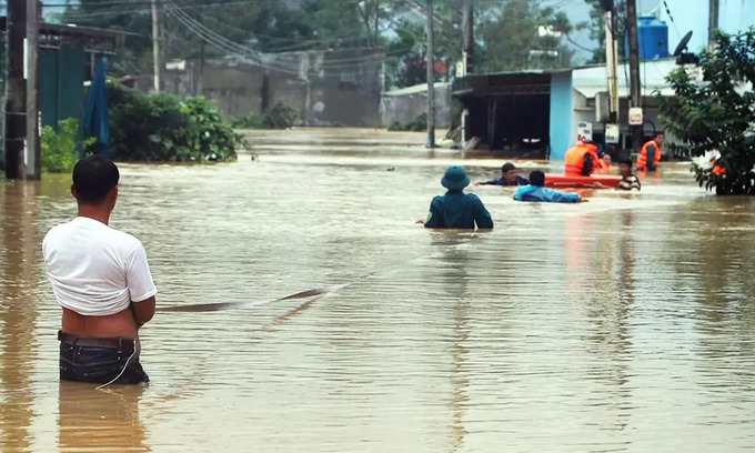 Greenhouses, deforestation in focus as flooding toll rises in Central Highlands