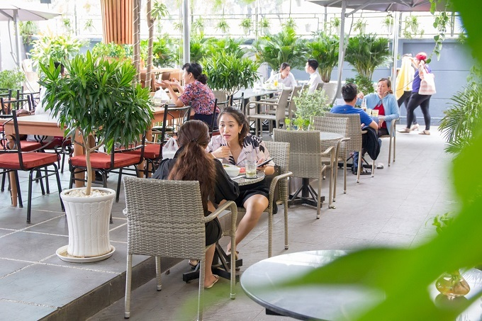 Saigon restaurant offers a verdant breathing space - 2