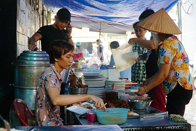 Saigon family-run street stall makes broken rice a specialty - 1