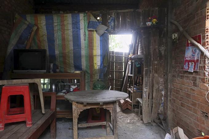 Flood-proof housing abandoned in flooding-starved Mekong Delta - 4