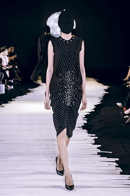 Vietnamese designer presents new twists in latest collection