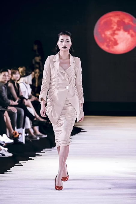 Vietnamese designer presents new twists in latest collection - 2