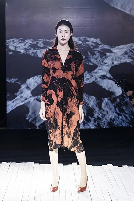 Vietnamese designer presents new twists in latest collection - 8