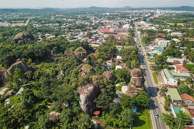 A pile of rocks in Dong Nai defy gravity for centuries