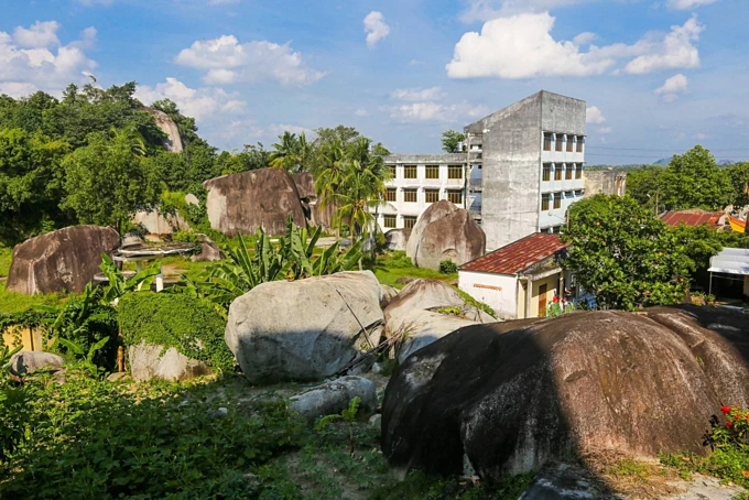 A pile of rocks in Dong Nai defy gravity for centuries - 6