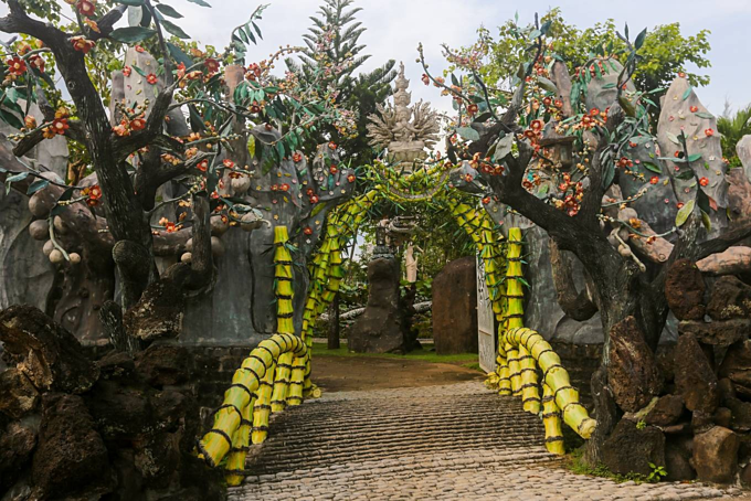 Pure Land pagoda's unique bamboo gate