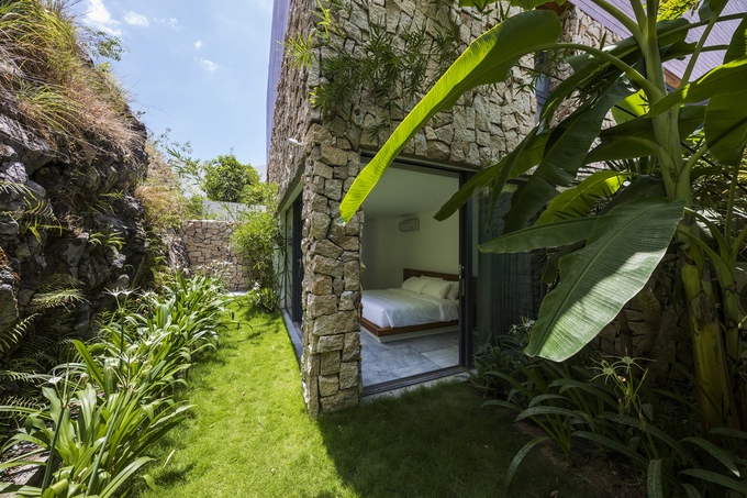 On the 2nd floor, facing the cliff, a bedroom suite with a private garden and outdoor bathroom.