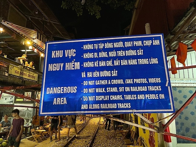 A warning sign is placed at the beginning of Tran Phu Street.