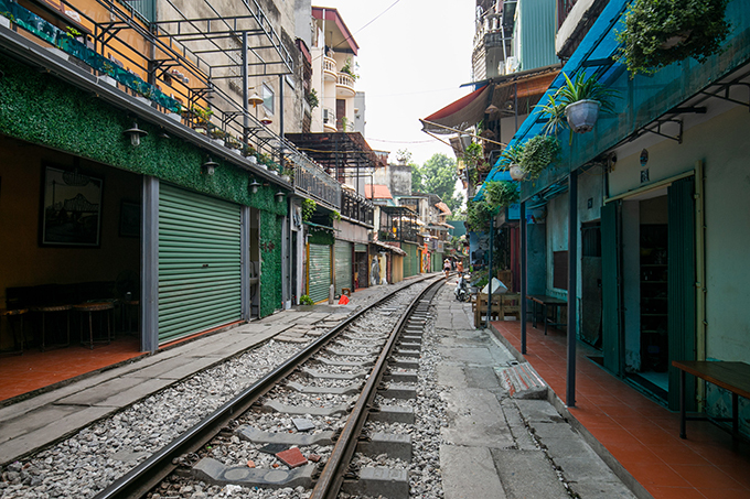 Makeshift coffee shops have been cleared on a section of Hanoi Train Street on Phung Hung Street, Hanoi, on October 10, 2019. Photo by VnExpress/Tung Dinh.