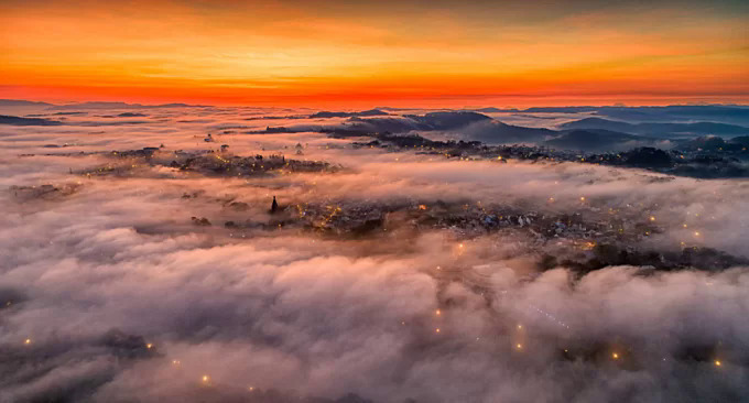 Da Lat smothered in clouds at dawn. Photo by VnExpress/Tran Quang Anh.