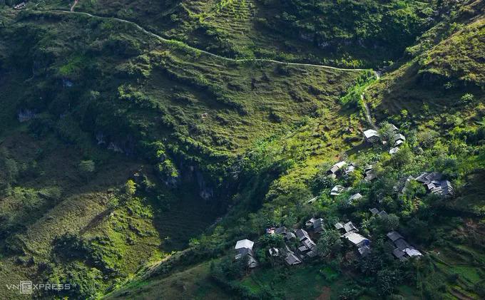 A village on Ma Pi Leng mountainside.