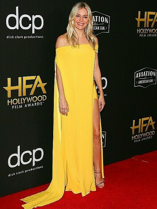 On November 3, British-American star Sienna Miller chose an off-the-shoulder floor-skimming Cong Tri gown in marigold yellow to brighten up the red carpet at the 2019 Hollywood Film Awards. Photo by Facebook/CONG TRI.