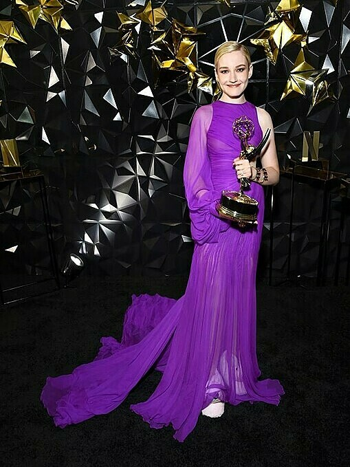 Joining the 71st Emmy Awards in Septemberin California,American actressJulia Garner chose a purple one shoulder gown with a sultry cutout at the waist and sheer details.The outfit was part of Tris newdew-inspired collection presented at the New York Fashion Week on September 10. Photo by AFP.