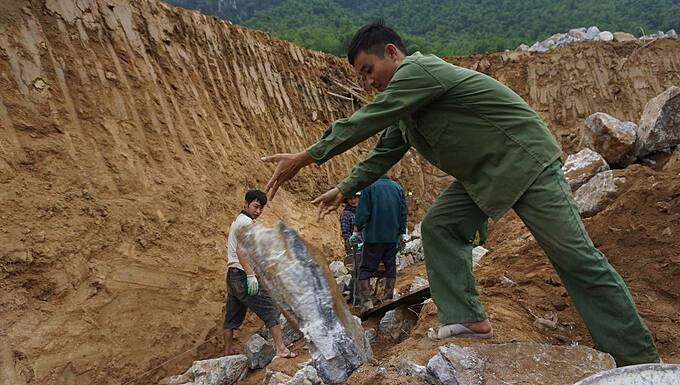 A couple of workers work on a dyke built to prevent erosion.We will work hard to finish this before the Lunar New Year, Lu Van Ha, Secretary of Na Meo Commune Party Committee said.Vietnam will celebrate the Lunar New Year, or Tet from January 23 to 28 this year.