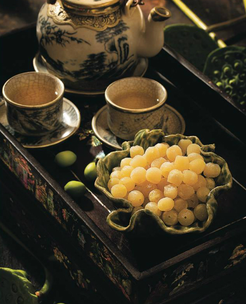 Lotus seeds candy is one of the traditional mut most favored by Vietnamese. Photo courtesy of Bep Nha Xu Quang.