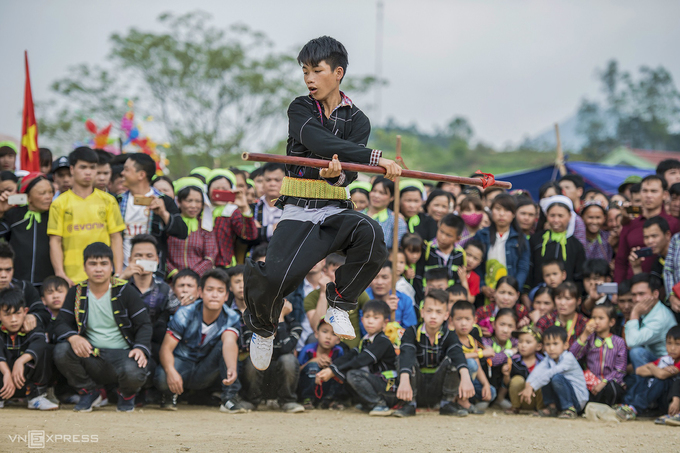In Hai Yen Commune of Cao Loc district, the traditional dance was included in the content of extracurricular activities at local secondary schools. The dance attracts many young people attention in Van Lang and Binh Gia districts in learning about this dance.