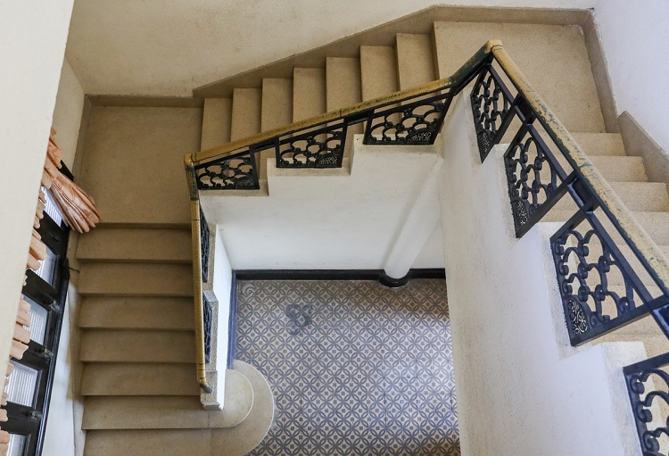 VZN News: The main stair has iron handrails with meticulous details. A separated staircase built of wood was meant for servants and housekeepers.