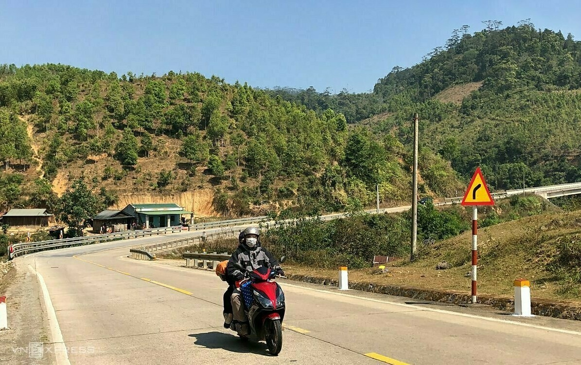 VZN News: An's parents in a mountain pass.