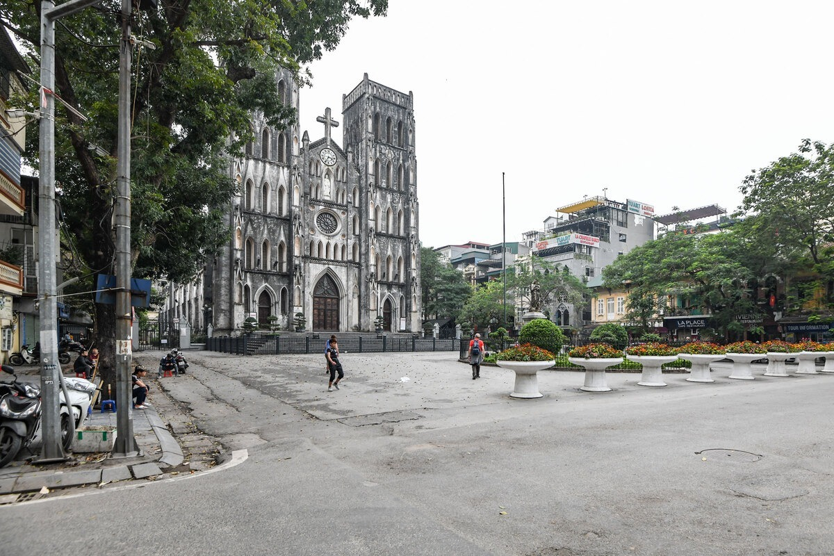 The St. Joseph's Cathedral in Hanoi is left deserted March, 2020. Photo by VnExpress/Kieu Duong.