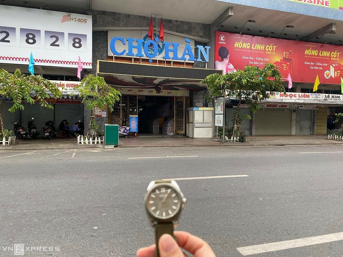 TheHan Market, a busy destination in downtown Da Nang, had no people at 1 p.m.The market on Tran Phu Street iswhere locals shop for fresh vegetables, seafood and meat.