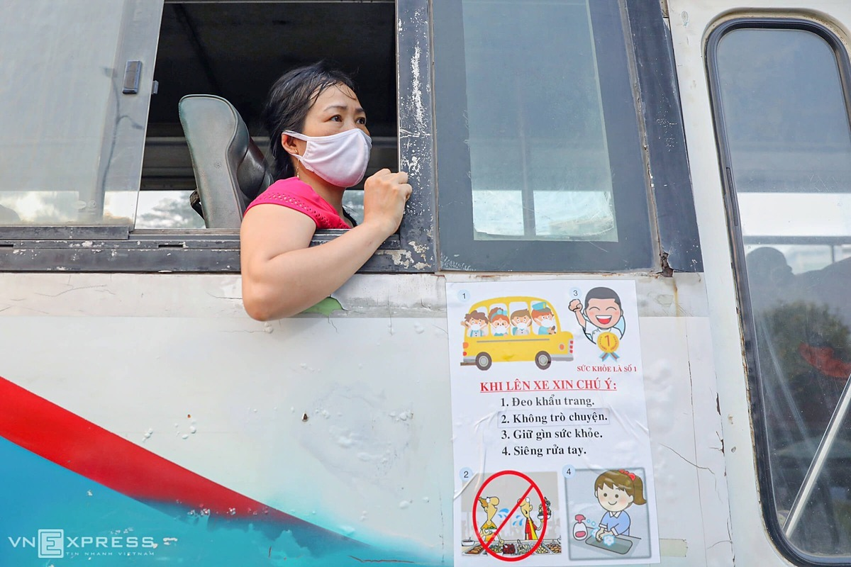 Going to work during the Covid-19 pandemic time, everyone is worried because no one knows who had been infected with the virus while the company didnt allow workers to let off from work, said Nguyen Thi Bich in Long An.