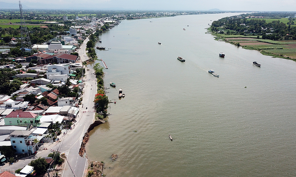 The National Highway 91 in Binh My Commune, Chau Phu District of An Giang Province, with two sections hit by erosion in August 2019 and May 2020. Photo by VnExpress/Cuu Long.