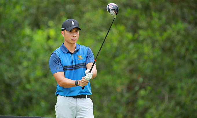 Van, Duy Nhat stamp prominence at Vietnam Golf Awards