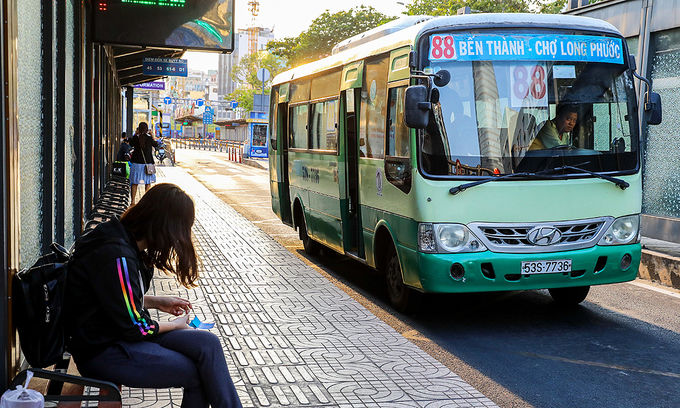 HCMC bus service fails to attract more passengers despite increased subsidy
