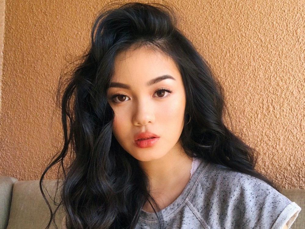 Jessica Vu has 1.3 million YouTube subscribers. Living in America, Vu speaks English in most of her clips and asks her fathers support for Vietnamese subtitles. Vu is famous for her creative makeup styles, including soft shy girl and back to school, etc.