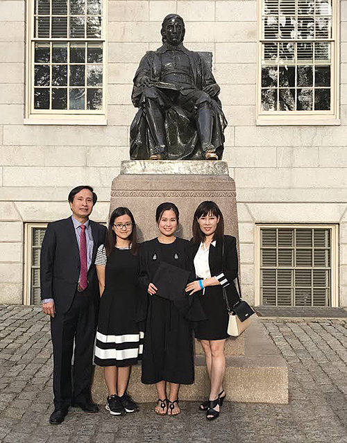 Hien Anh (second from left) and her family at her sisters graduation. Photo courtesy of La Thanh Ha.