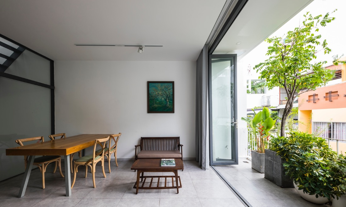 People can gather easily and they will feel as close and familiar as their childhood home, which was a large one-storey house without separated rooms.