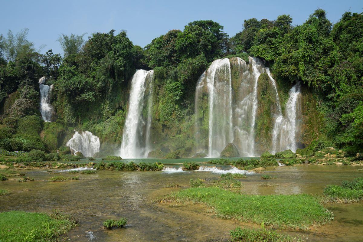The smaller Ban Gioc waterfall. Photo by Kch Felix.