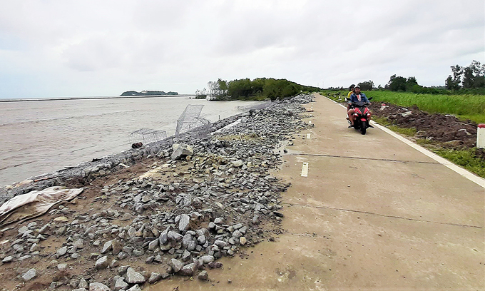 Mekong Delta province declares state of emergency as waves erode embankment