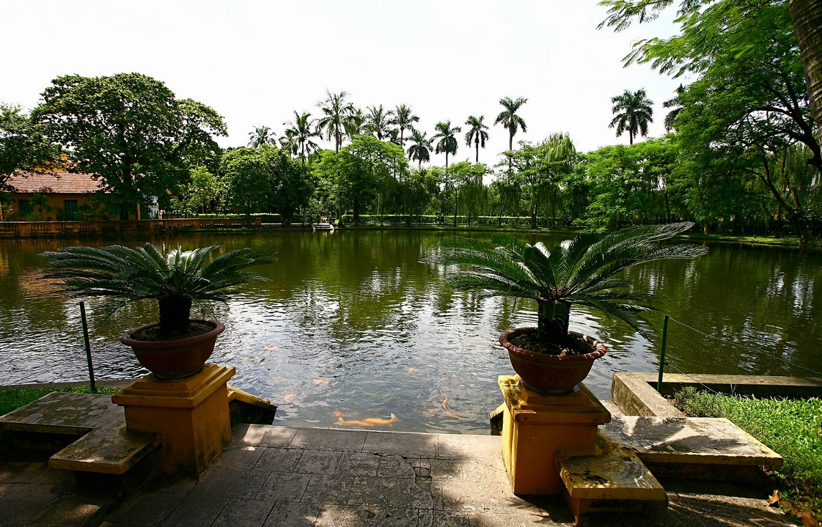 In front of the house is a pond where Uncle Ho often fed the fishes as a way of relaxation. Photo
