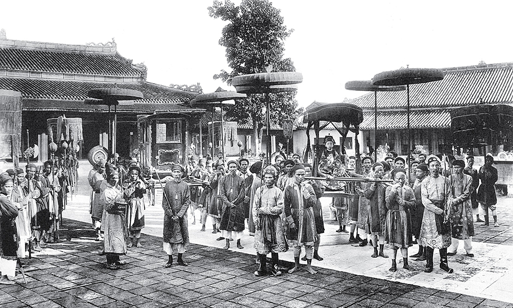 King Duy Tan sits on a litter in Hue Imperial City. His original name was Nguyen Phuc Vinh San (1899-1945), emperor of Vietnam from 1907 to 1916. According to the Vua Dua Tan (King Duy Tan) book written by Hoang Hien and published in 1995, the king was confident talking with foreigners and could speak French fluently.