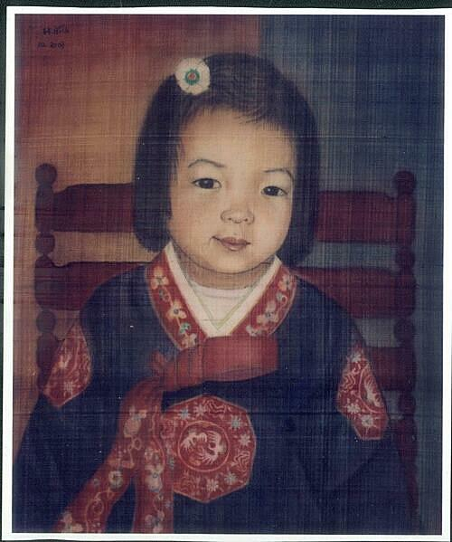 Em Be Han Quoc (South Korean Girl) by Mong Bich. Photo courtesy of the exhibition.