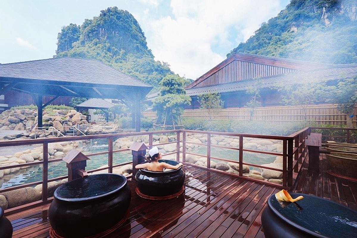 Four Vietnamese hot springs to revive the senses this fall - 2