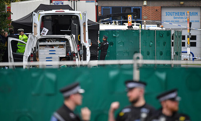 UK policeman recalls finding Vietnamese migrants half-naked and motionless