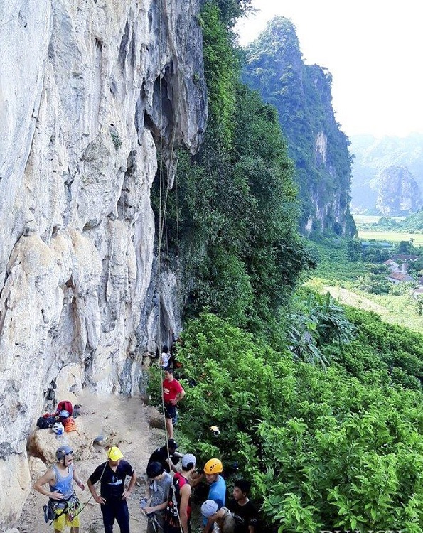 The rock climbing tour in Yen Thinh Commune, Lang Son Province. Photo courtesy of the Vietnam National Administration of Tourism.