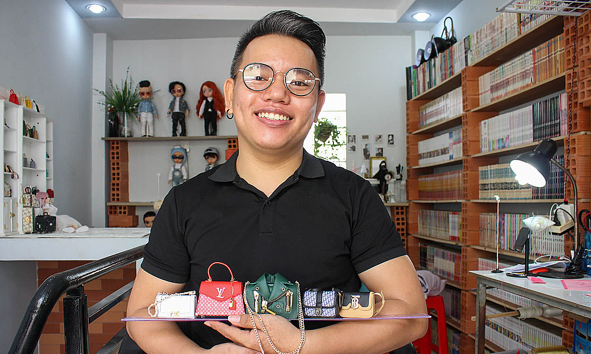 I am lucky because I have a passion to pursue and I can make money from it. I am satisfied with my life, even I have to stay and work at home, Doan said with a big smile while holding his tiny products.