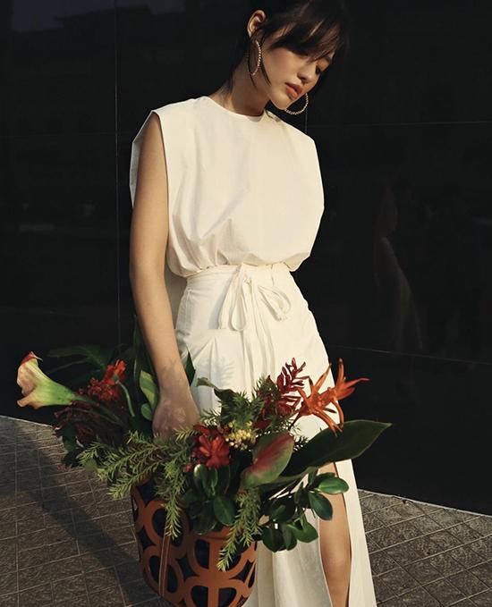 Model Khanh Linh walks the streets of Saigon with a sleeveless white shirt and a high-slit skirt.Photo courtesy of Khanh Linh.